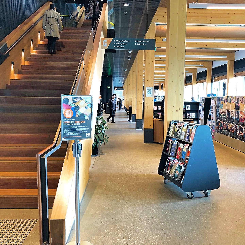 ドッグランズ図書館一階