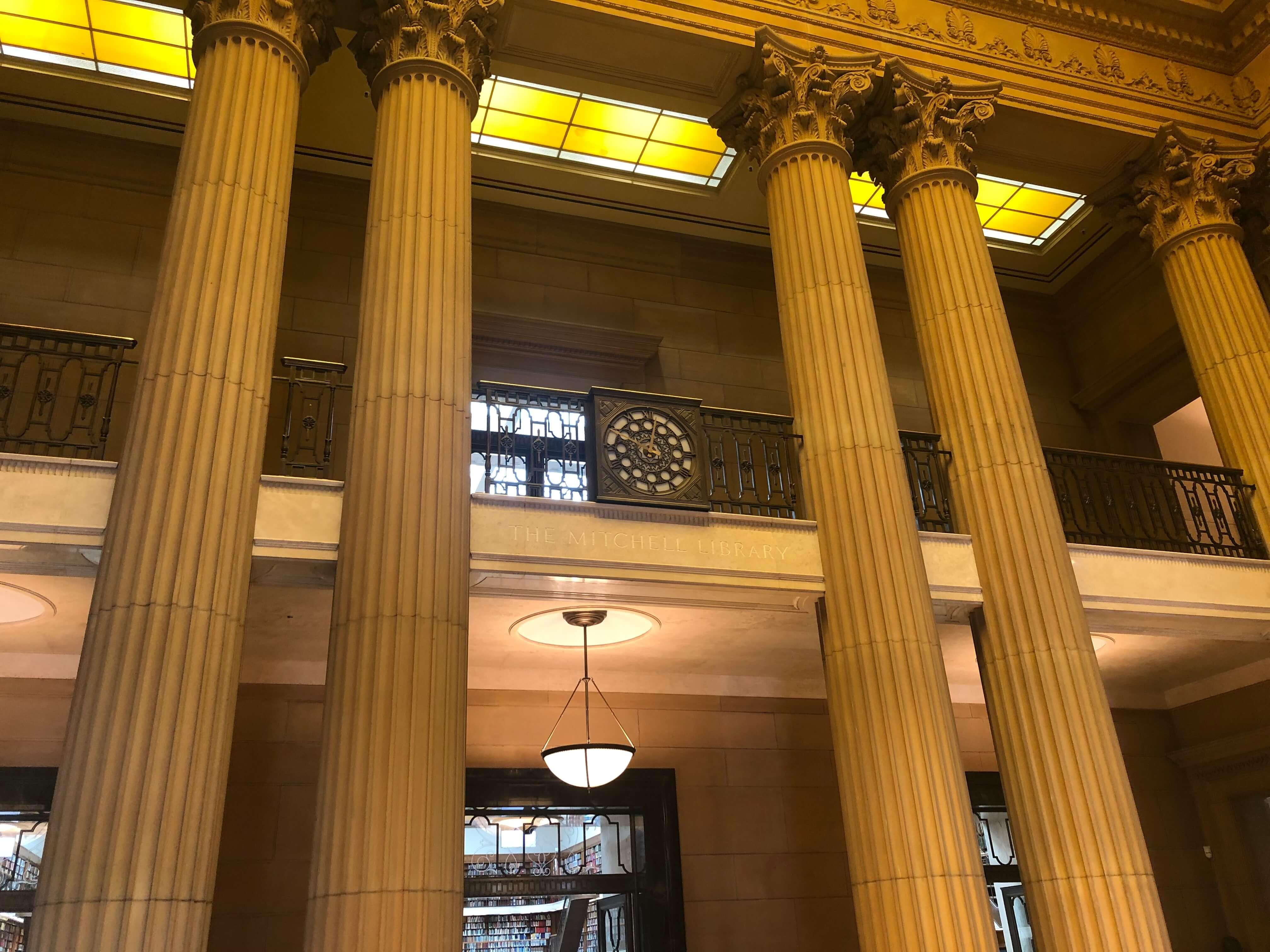 シドニー州立図書館の旧館すぐの景色